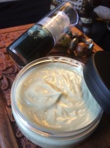Sérum et crème anti-cernes et anti-poches